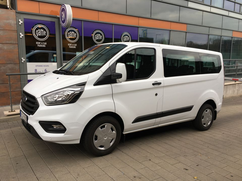 Minivan rentals growing more popular in Hungary, but why?!